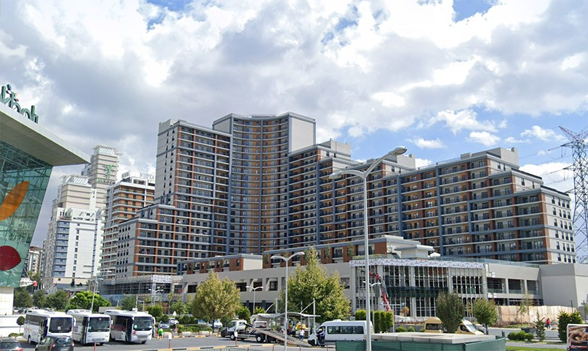 living and investment chance next to metro